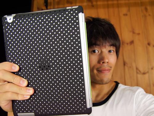 スマートカバーが使えるクールなiPad2専用ラバーコーティングケース